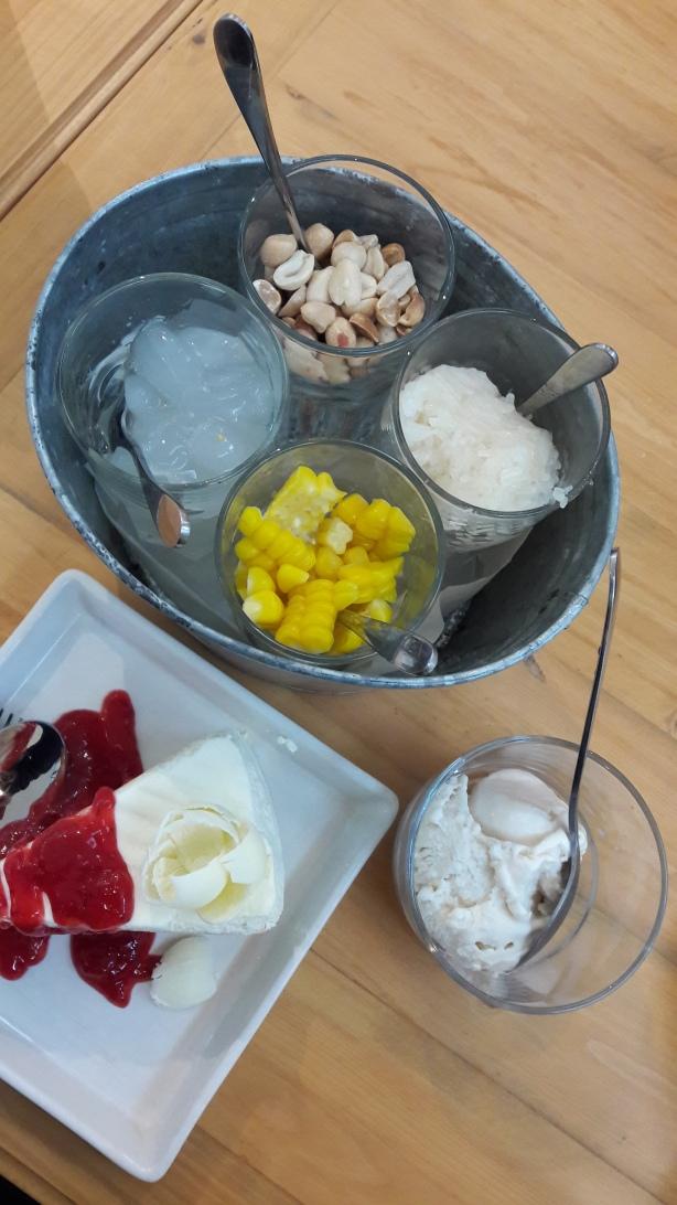 ไอศครีมกะทิ และเค้ก, ซีคอน สแควร์ ศรีนครินทร์